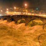 Nubigragio nella notte a Genova, il torrente Bisagno nella zona di Ponte Carrega ha raggiunto il livello Rosso. 14 settembre 2015 a Genova. ANSA/LUCA ZENNARO