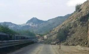 Frana sulla Catania-Messina: chiuso tratto A18