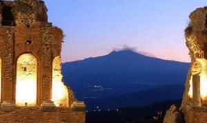 Sicilia, si risveglia l'Etna: situazione sotto controllo (VIDEO)
