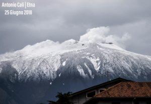 Sicilia, la cima dell'Etna si imbianca in pieno giugno