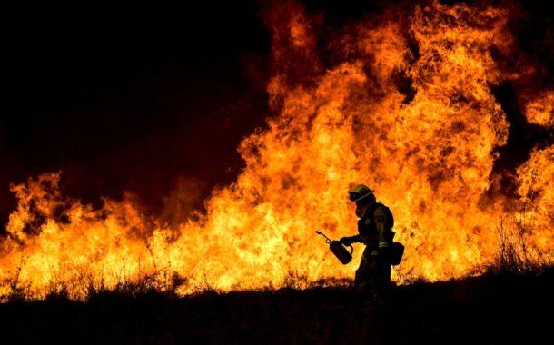 Sicilia: vasto incendio nei pressi di Palermo