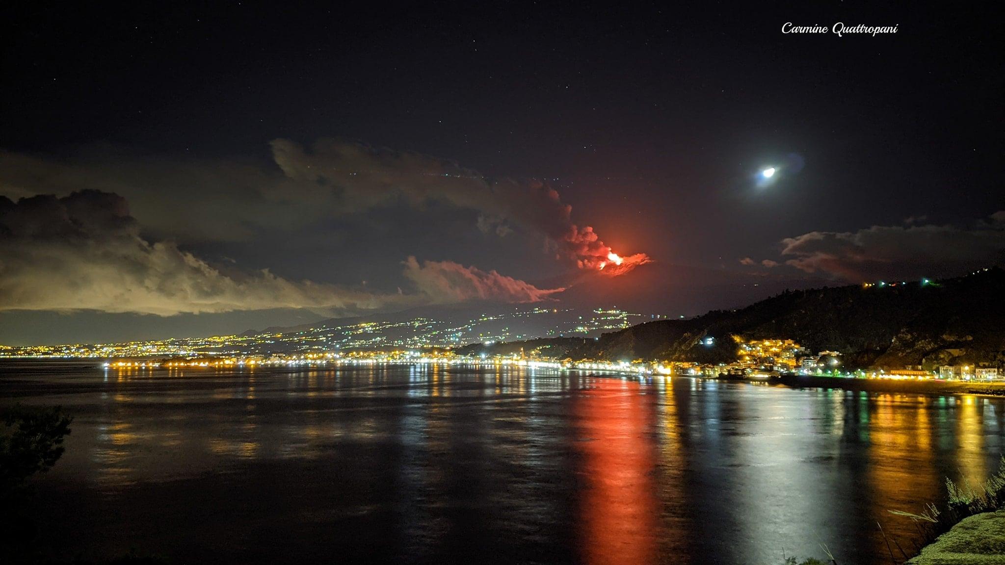 Cartoline dalla Sicilia: l'eruzione dell'Etna da Giardini Naxos.