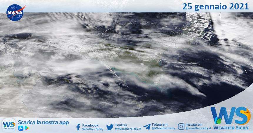 Sicilia: immagine satellitare Nasa di lunedì 25 gennaio 2021