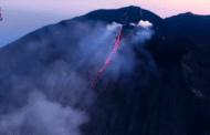 Sicilia, Stromboli: riprese del trabocco lavico da un elicottero - VIDEO
