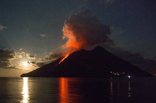 Sicilia, Stromboli:  trabocco lavico. DIRETTA STREAMING