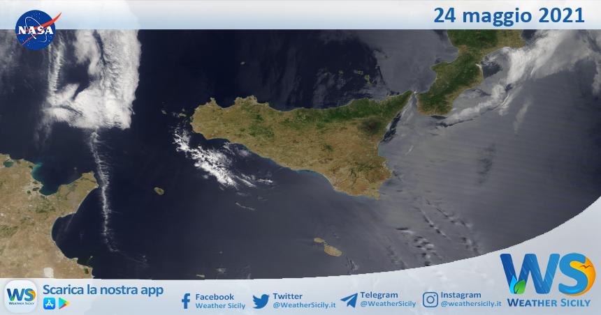 Sicilia: immagine satellitare Nasa di lunedì 24 maggio 2021