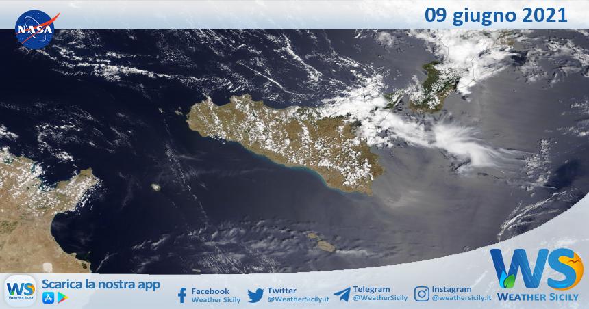 Sicilia: immagine satellitare Nasa di mercoledì 09 giugno 2021
