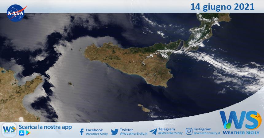 Sicilia: immagine satellitare Nasa di lunedì 14 giugno 2021