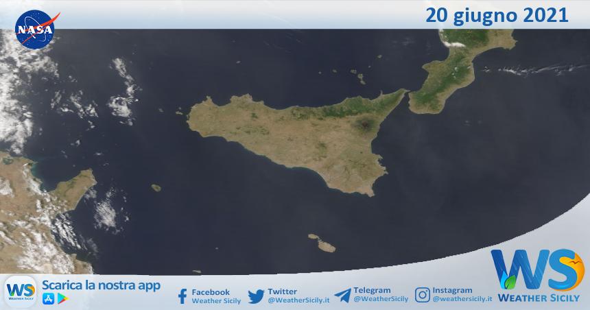 Sicilia: immagine satellitare Nasa di domenica 20 giugno 2021