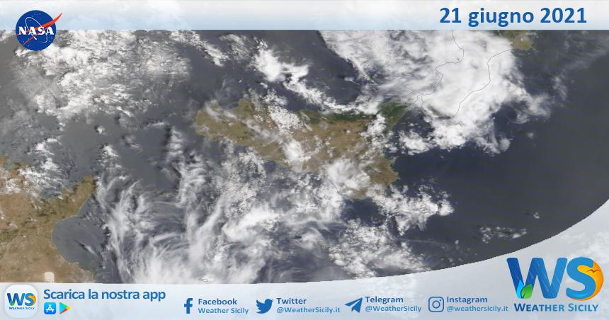 Sicilia: immagine satellitare Nasa di lunedì 21 giugno 2021