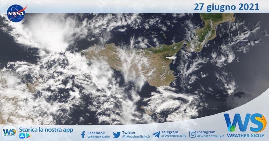 Sicilia: immagine satellitare Nasa di domenica 27 giugno 2021