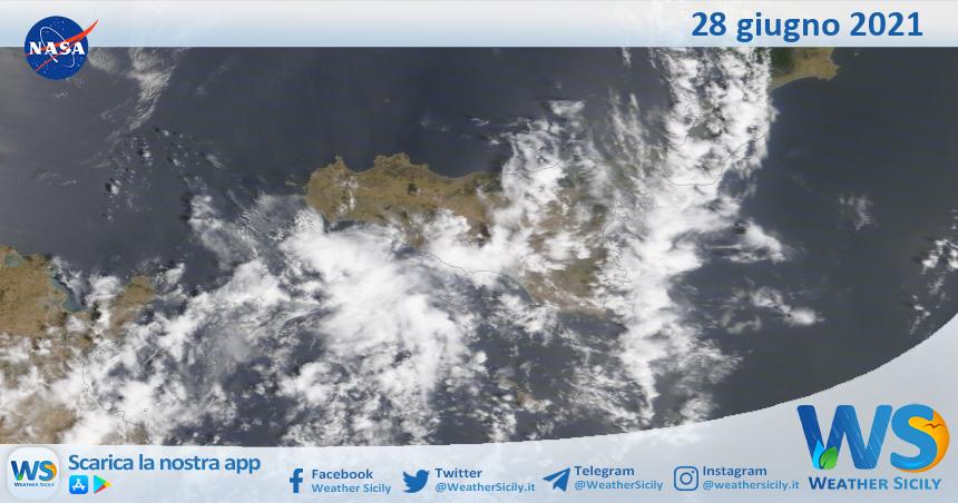 Sicilia: immagine satellitare Nasa di lunedì 28 giugno 2021