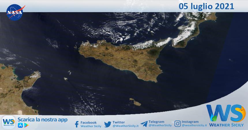Sicilia: immagine satellitare Nasa di lunedì 05 luglio 2021