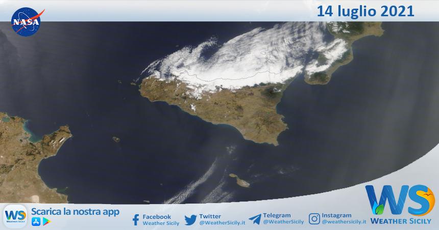 Sicilia: immagine satellitare Nasa di mercoledì 14 luglio 2021