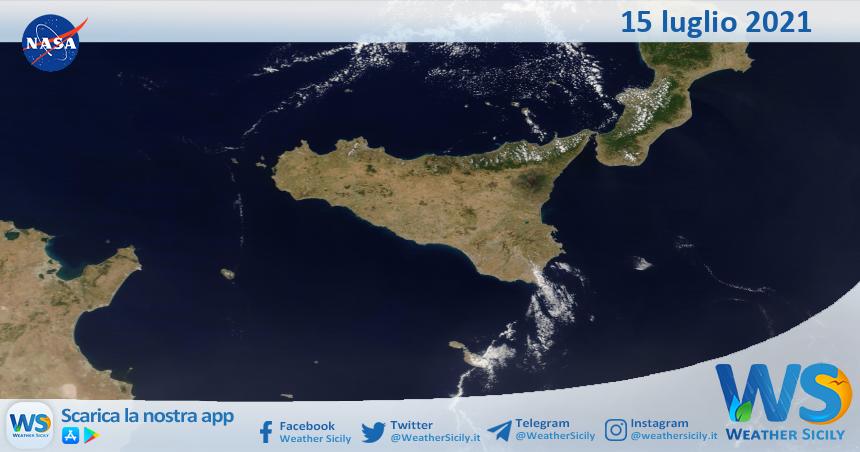 Sicilia: immagine satellitare Nasa di giovedì 15 luglio 2021