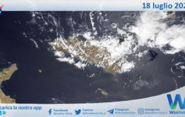 Sicilia: immagine satellitare Nasa di domenica 18 luglio 2021