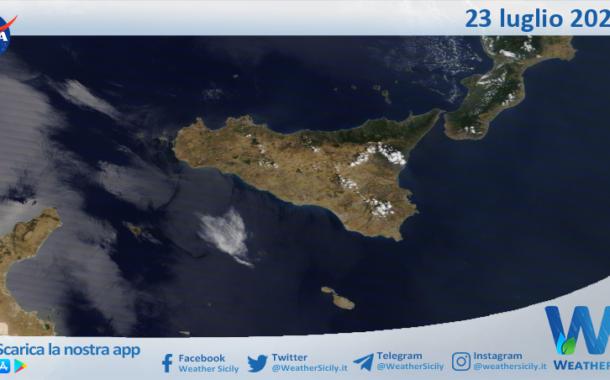 Sicilia: immagine satellitare Nasa di venerdì 23 luglio 2021