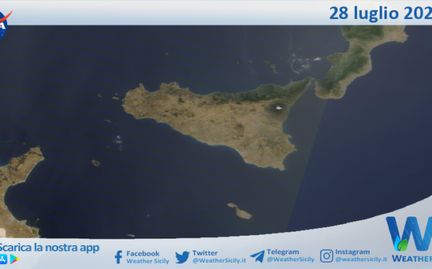 Sicilia: immagine satellitare Nasa di mercoledì 28 luglio 2021