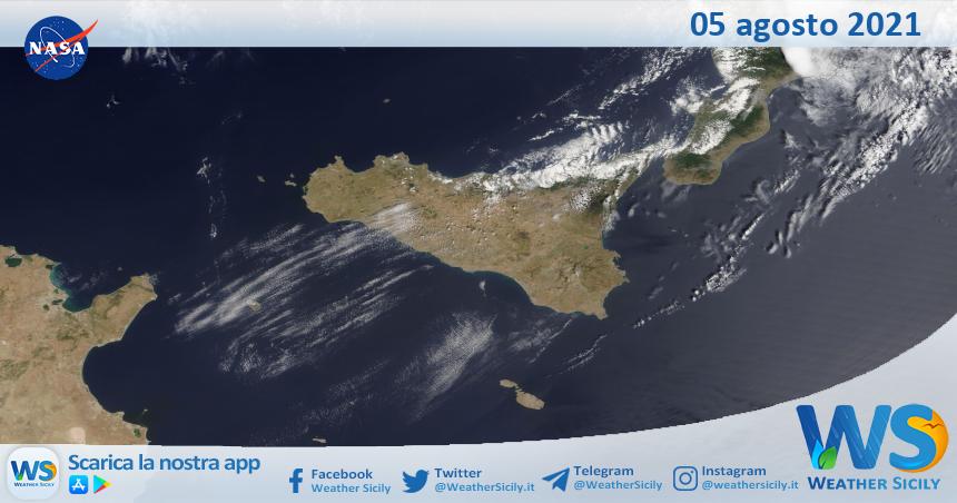 Sicilia: immagine satellitare Nasa di giovedì 05 agosto 2021