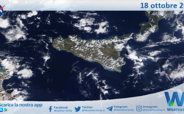 Sicilia: immagine satellitare Nasa di lunedì 18 ottobre 2021