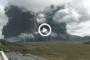 Il vulcano attivo più grande del Giappone, il Monte Aso, erutta. VIDEO